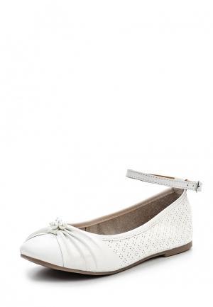 Туфли Bata. Цвет: белый