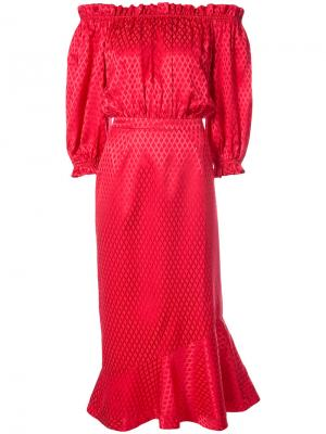 Платье с заниженной линией плеч Saloni. Цвет: красный