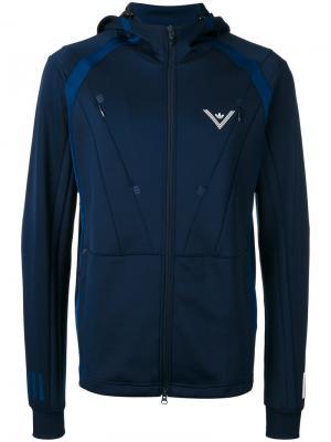 Спортивная куртка с капюшоном Adidas By White Mountaineering. Цвет: синий