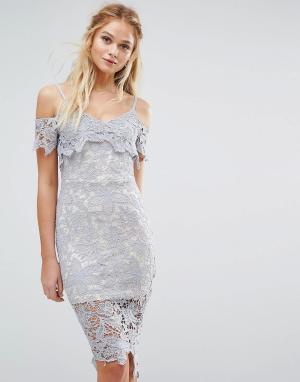 Boohoo Ажурное платье миди с открытыми плечами. Цвет: синий