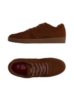 Низкие кеды и кроссовки ÉS. Цвет: коричневый
