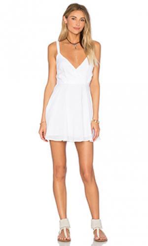 Платье с декольте Lucca Couture. Цвет: белый