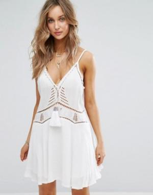 Surf Gypsy Белое пляжное платье с кисточками. Цвет: белый