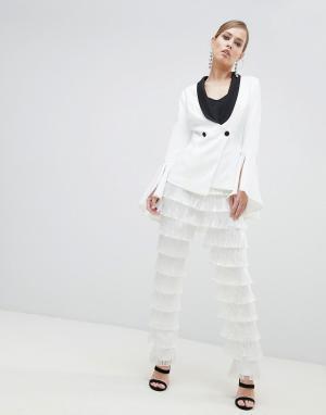Lavish Alice Суженные брюки с бахромой. Цвет: белый