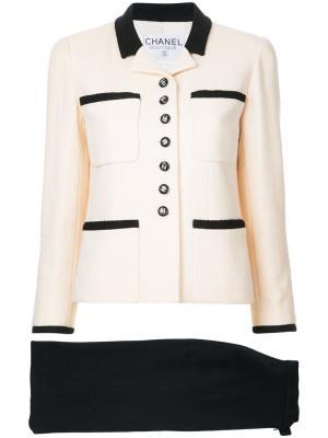 Юбочный костюм с логотипом Chanel Vintage. Цвет: белый