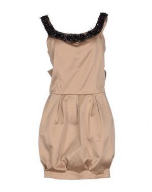 Короткое платье BABYLON. Цвет: верблюжий