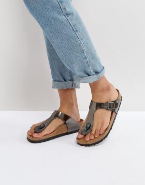 Birkenstock Кожаные сандалии с эффектом металлик для узкой стопы Gizeh. Цвет: серебряный