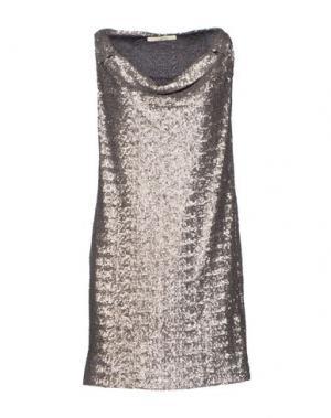 Короткое платье GOLD CASE SOGNO. Цвет: серый
