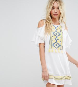Akasa Пляжное платье с открытыми плечами и кисточками. Цвет: белый