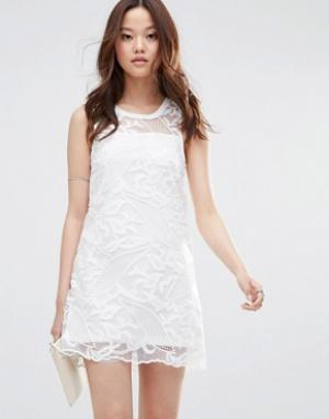 Girl In Mind Платье мини из сеточки кроше Louisa. Цвет: белый