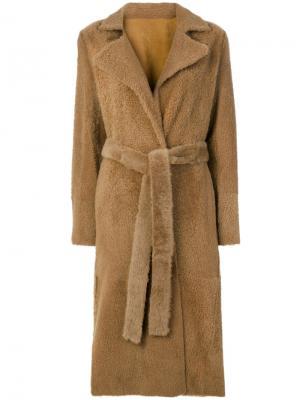 Строгое пальто с поясом Yves Salomon. Цвет: телесный