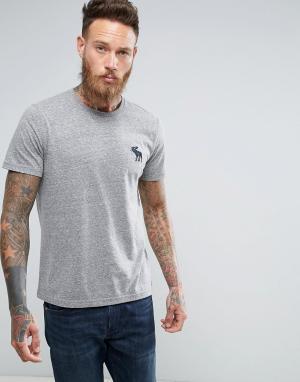 Abercrombie & Fitch Серая меланжевая футболка слим с круглым вырезом и крупным логотипом A. Цвет: серый