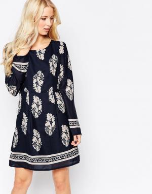 Iska Цельнокройное платье с длинными рукавами. Цвет: темно-синий