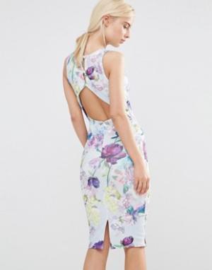 Hope and Ivy Платье-футляр с вырезом на спине и цветочным принтом. Цвет: синий