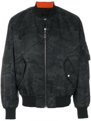Камуфляжная куртка Yves Salomon Homme. Цвет: зелёный