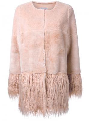 Пальто из овчины Porgie Shrimps. Цвет: розовый и фиолетовый