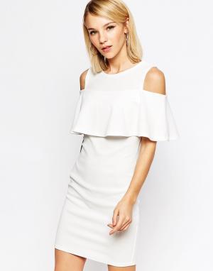 Club L Платье мини с открытыми плечами и оборками. Цвет: кремовый