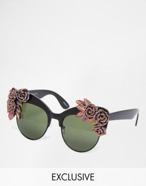 RAD + REFINED Солнцезащитные очки кошачий глаз c разноцветными розами и блестками Ra. Цвет: черный