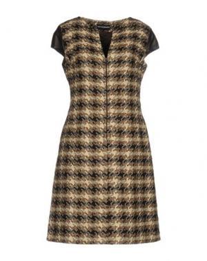 Короткое платье GIO' GUERRERI. Цвет: темно-коричневый
