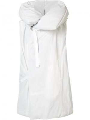 Объемный жилет с капюшоном NILøS. Цвет: белый