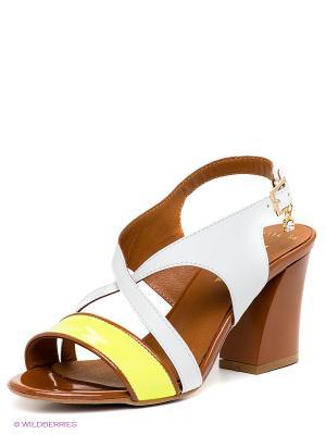 Босоножки Benta. Цвет: белый, коричневый, желтый