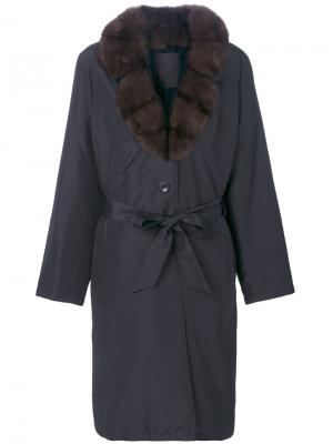 Пальто в стиле оверсайз с меховым воротником Liska. Цвет: синий