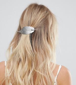 Orelia Серебристая металлическая заколка для волос с листком. Цвет: серебряный