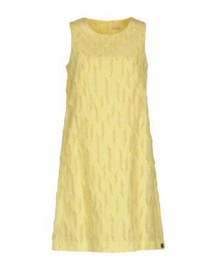 Короткое платье MOUCHE. Цвет: желтый
