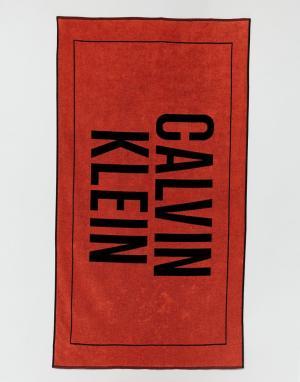 Calvin Klein Пляжное полотенце с крупным логотипом. Цвет: мульти