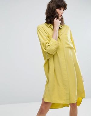 Weekday Платье-рубашка из вискозы. Цвет: желтый