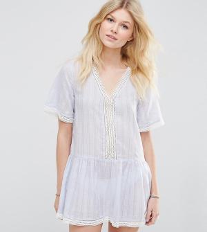 ASOS Petite Пляжное платье с присборенной юбкой и ажурной отделкой эксклюзивно для. Цвет: синий