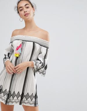 River Island Пляжное платье со спущенными плечами. Цвет: белый
