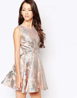 Key Collections Приталенное жаккардовое платье Ashley Roberts for Ange. Цвет: розовый