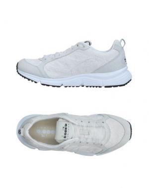 Низкие кеды и кроссовки DIADORA HERITAGE. Цвет: белый