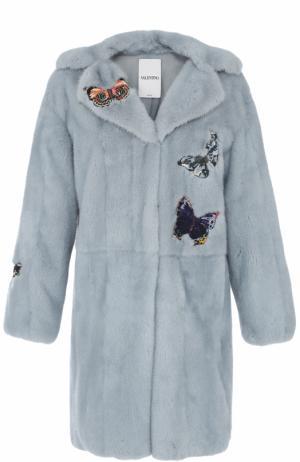 Шуба из меха норки с вышивкой в виде бабочек Valentino. Цвет: голубой