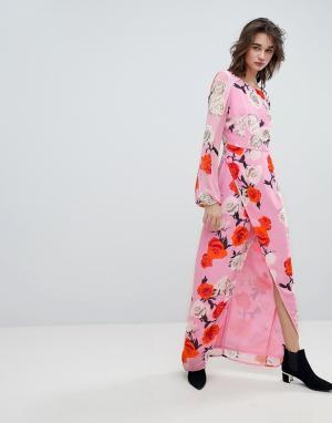 Gestuz Платье макси с V-образным вырезом на спине и принтом роз. Цвет: розовый