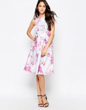 True Violet Платье с большой оборкой и цветочным принтом. Цвет: розовый