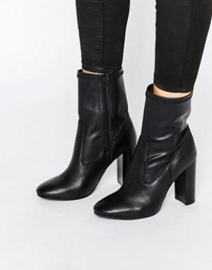 Faith Полусапожки на каблуке с эффектом носков. Цвет: черный