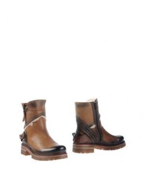 Полусапоги и высокие ботинки MANAS. Цвет: верблюжий