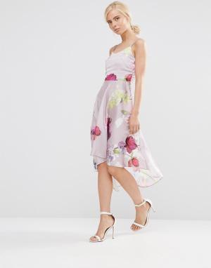 Hope and Ivy Приталенное платье с цветочным принтом. Цвет: розовый