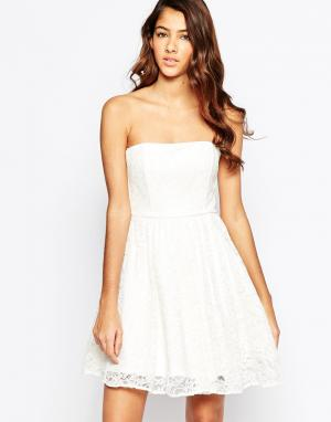 Laced In Love Кружевное платье бандо. Цвет: белый