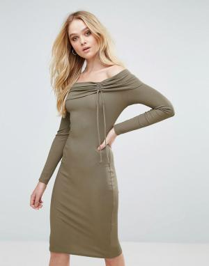 Love Платье миди в рубчик со спущенными плечами. Цвет: серый