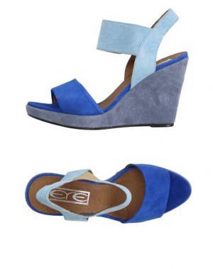 Сандалии EYE. Цвет: ярко-синий