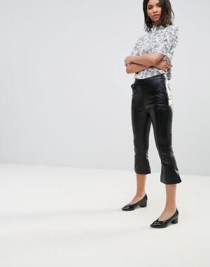 Neon Rose Расклешенные брюки из искусственной кожи. Цвет: черный