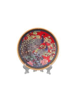 Тарелка декоративная Павлин на красном Elan Gallery. Цвет: красный, желтый, коричневый
