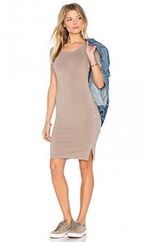 Подгоняемое платье со шнуровкой MONROW. Цвет: серо-коричневый
