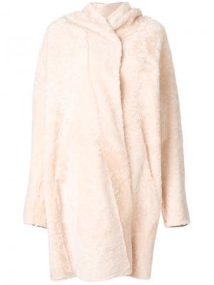 Пальто-кейп из овчины Sylvie Schimmel. Цвет: телесный