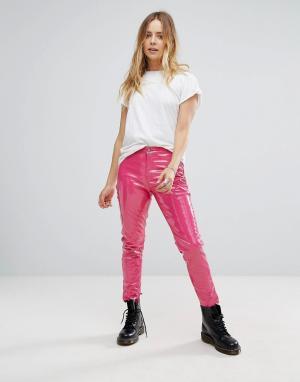 Glamorous Блестящие брюки зауженного кроя из искусственной кожи. Цвет: розовый