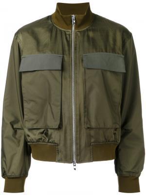Куртка-бомбер с накладными карманами Astraet. Цвет: зелёный