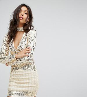 Starlet Платье мини с глубоким вырезом и чокером. Цвет: золотой